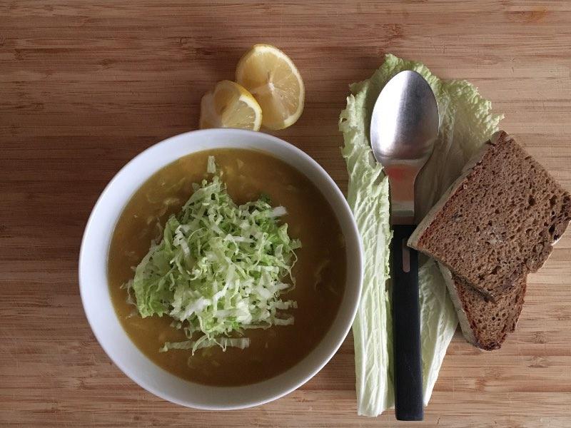 Wärmende Suppe: Ingwer-Linsensuppe mit Chinakohl